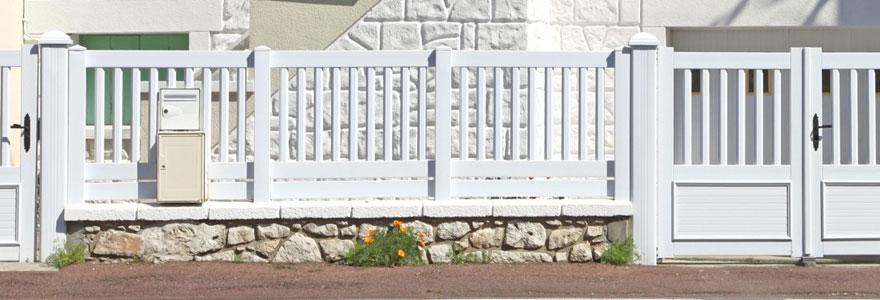 Clôtures et barrières isolantes : opter pour le PVC